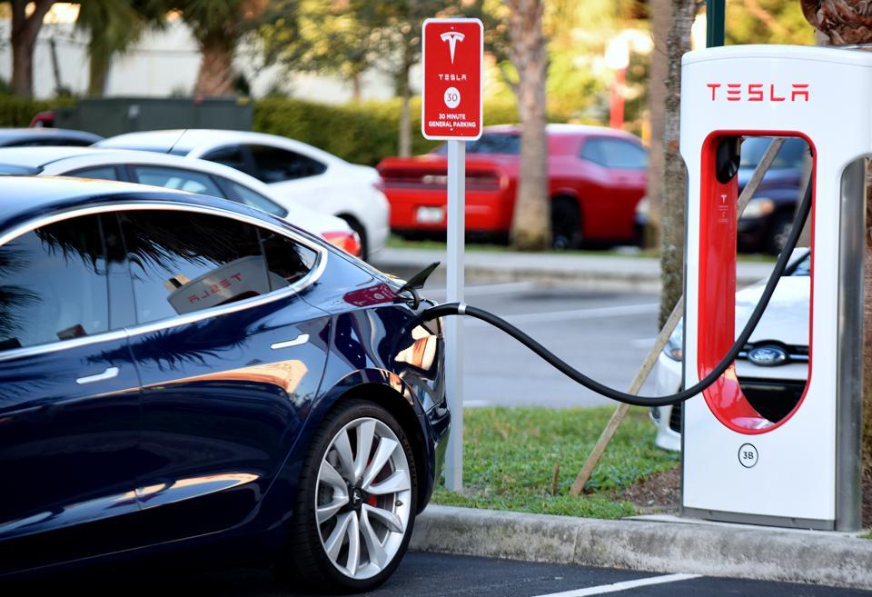 Tesla Modèle 3 en charge