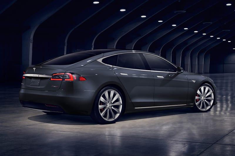 Tesla Modèle S grise en taxi privé